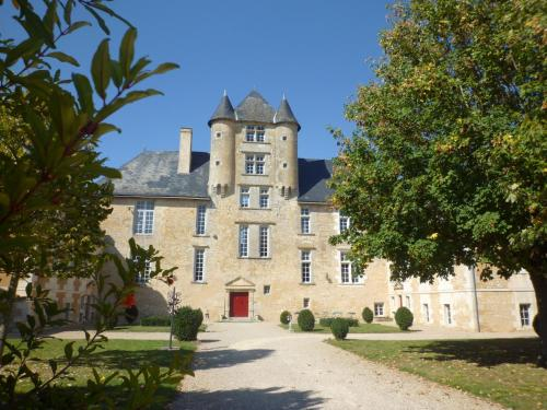Château d'Avanton : Bed and Breakfast near Migné-Auxances