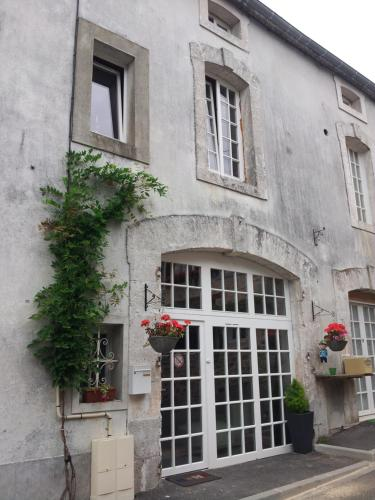 La Belle Maison : Guest accommodation near Saint-Bazile