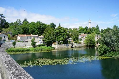 La Maison Colline : Guest accommodation near Aussac-Vadalle