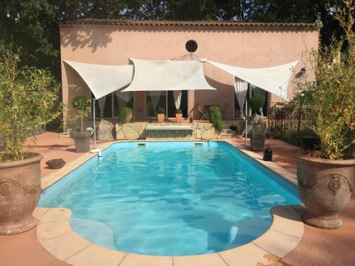 Villa Santa Giulia Provence : Guest accommodation near La Roque-d'Anthéron