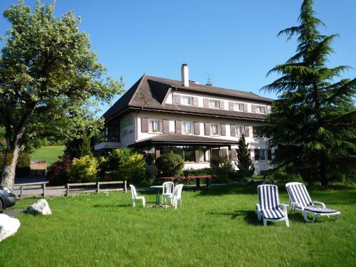 Hotel The Originals Rey du Mont Sion Saint-Julien-en-Genevois Sud (ex Inter-Hotel) : Hotel near Clarafond-Arcine