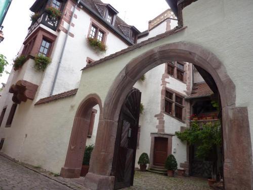 Cour de l'Abbaye d'Autrey : Bed and Breakfast near Riquewihr