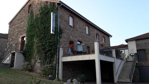 Les Pierres Folles : Bed and Breakfast near Mizérieux