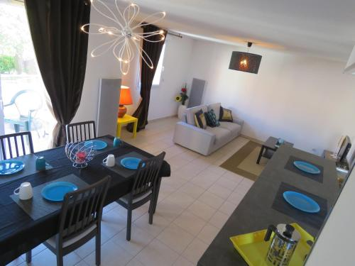 Appartement Allee du Bac : Apartment near Lespinasse