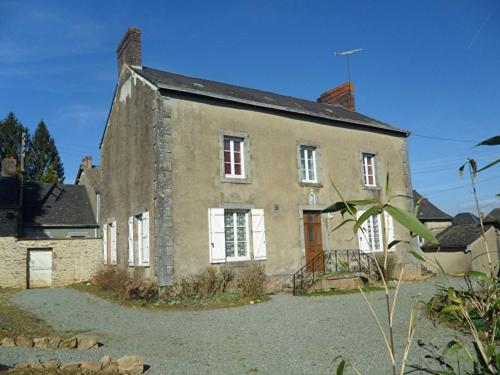 Presbytere Saint Martin : Bed and Breakfast near Izé