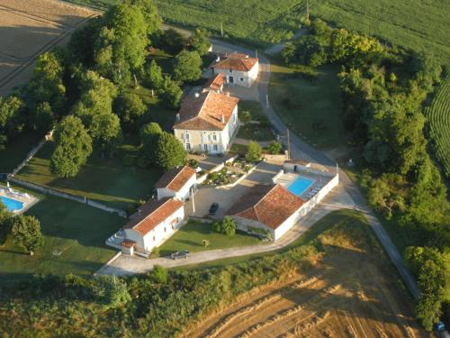 L'Anglade : Guest accommodation near Saint-Quentin-de-Chalais
