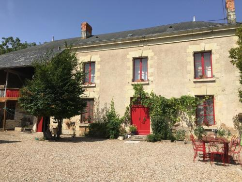Aux Caprices des Dieux : Bed and Breakfast near Luzay