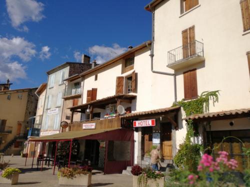 Auberge Roman : Hotel near Hautes-Duyes