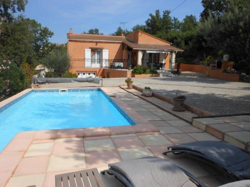 La villa Sam : Bed and Breakfast near Vidauban