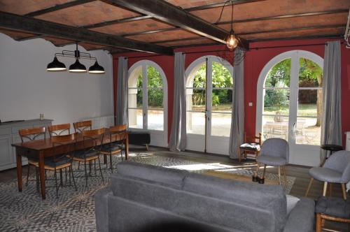 Au Rez de Jardin : Guest accommodation near Saint-André-de-la-Marche