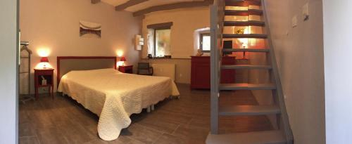 Les Figuiers : Bed and Breakfast near Saint-Michel-de-Chabrillanoux
