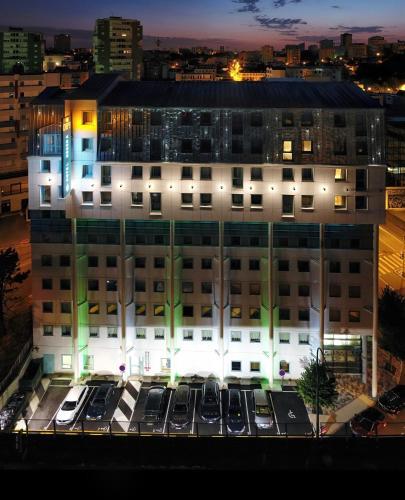 Hotel Reseda : Hotel near Bagnolet