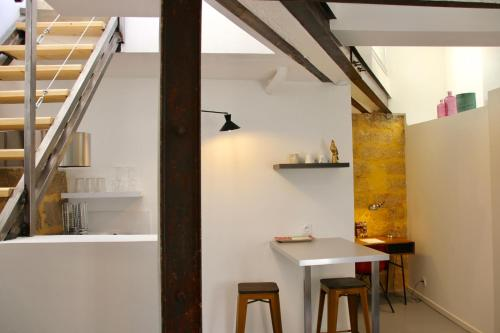 Joli studio avec terrasse, coeur historique : Apartment near Montpellier