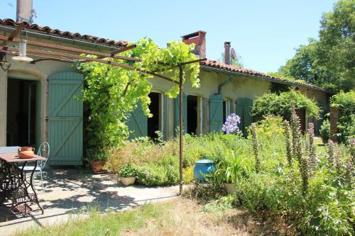 Aux Jardins de Fabie : Bed and Breakfast near Teulat