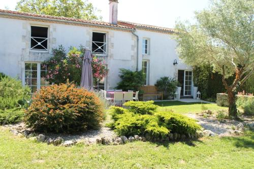 Le Clos du Puits Doux : Guest accommodation near Chaillevette