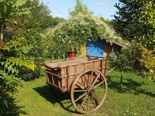insolites du bonheur de vivre : Guest accommodation near Souligné-Flacé