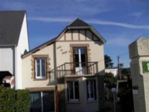 House Jullouville maison avec jardin proche de la plage : Guest accommodation near Saint-Pierre-Langers