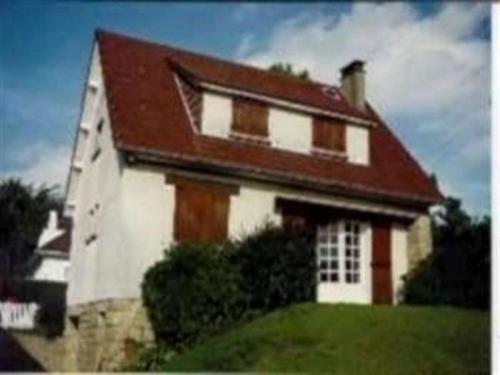 House A jullouville, maison avec jardin dans residence privee, a 100 m de la plage : Guest accommodation near Saint-Pierre-Langers