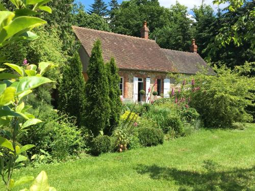 Une Maison au Breuil : Guest accommodation near Sainte-Gauburge-Sainte-Colombe