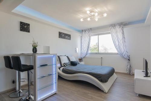 SweetHome Dijon - Black & White : Apartment near Trouhaut