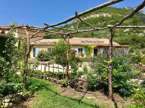Pays des Senteurs : Guest accommodation near Eyroles