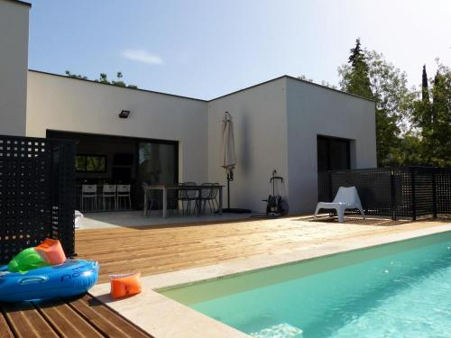 Villa piscine Sud France : Guest accommodation near Gardie