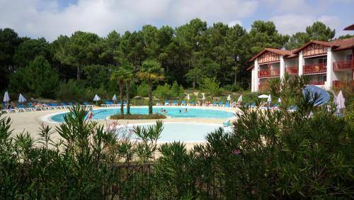 Appartement dans résidence de vacances : Apartment near Sanguinet