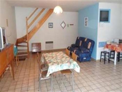 Apartment A jullouville appartement en duplex a 100 metres de la plage : Apartment near Carolles