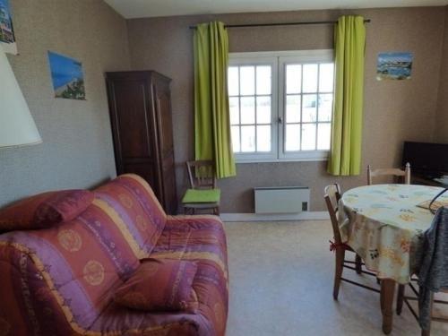 Apartment A jullouville, dans residence en plein centre, appartement de type f2 : Apartment near Saint-Pierre-Langers