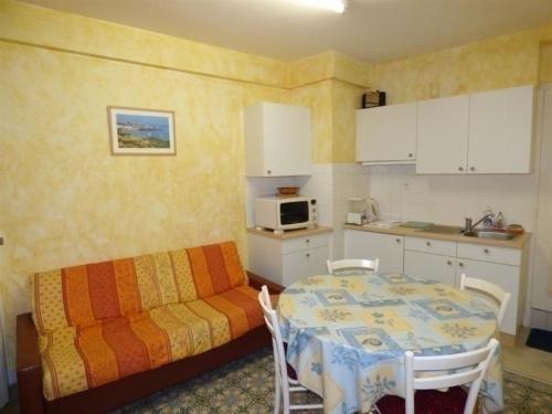 Apartment Granville centre ville appartement de type f2 : Apartment near Longueville