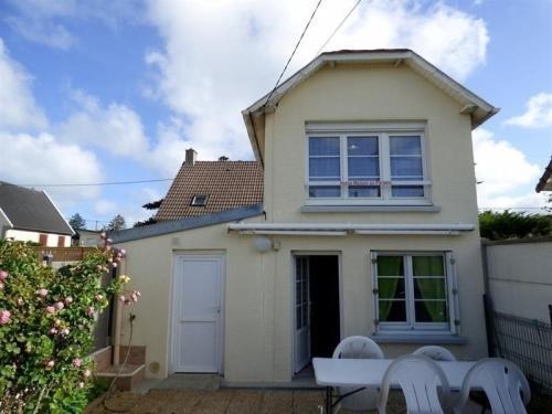 House A jullouville maison f3 avec cour : Guest accommodation near Champeaux