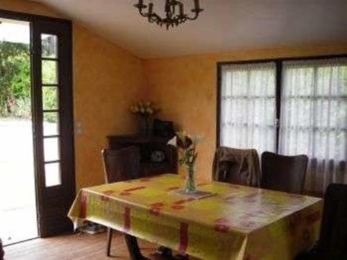 House Carolles maison de plain pied avec jardin : Guest accommodation near Carolles