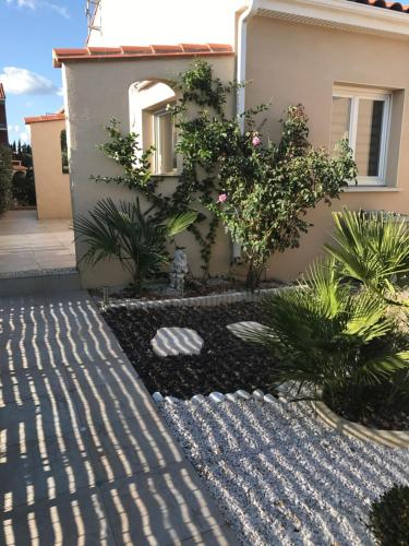 Villa Toulouges : Guest accommodation near Canohès