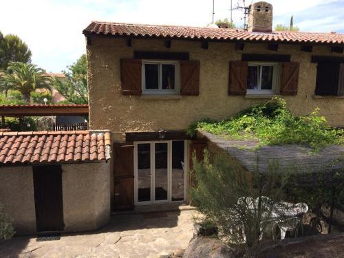 Maison au calme : Guest accommodation near Saint-Cyr-sur-Mer