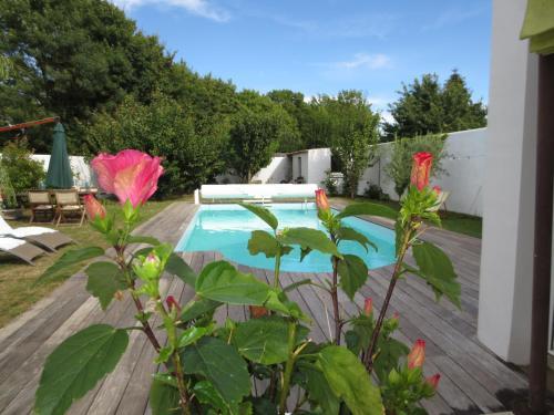 Maison de Charme avec piscine La Rochelle : Guest accommodation near Bourgneuf