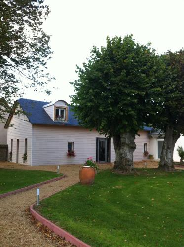 Le petit manoir : Bed and Breakfast near Vesly