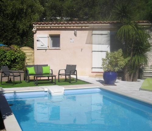 Lou Bastidon : Guest accommodation near Solliès-Toucas