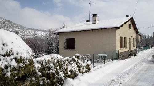Latour de Carol : Guest accommodation near Enveitg