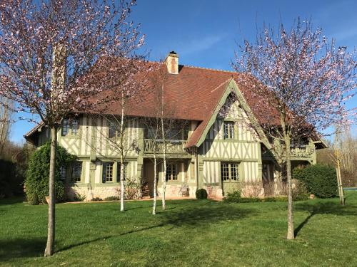 Manoir des Douets : Guest accommodation near Saint-Ouen-du-Mesnil-Oger