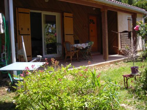 La roseraie de Laragne : Guest accommodation near Saint-Genis