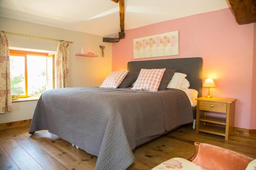 Les Portails Bleus : Bed and Breakfast near Donzy-le-Pertuis