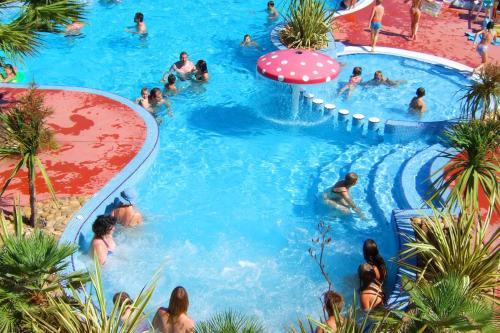 Lagrange Grand Bleu Vacances – Camping Résidence Les Pescalunes : Guest accommodation near Agde