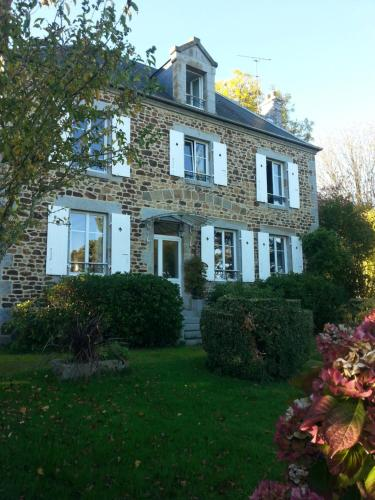 Le Clos de la Lande : Guest accommodation near Saint-Georges-de-Reintembault