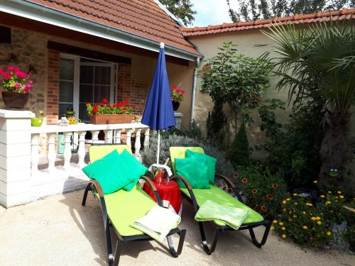 La CRAPOUNETTE : Bed and Breakfast near Vert-Toulon