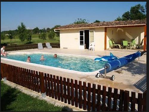 Maison Sarrau : Bed and Breakfast near Saint-Pardoux-du-Breuil