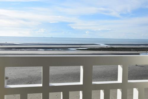 Le 107 vue mer à Wimereux : Apartment near Wimille
