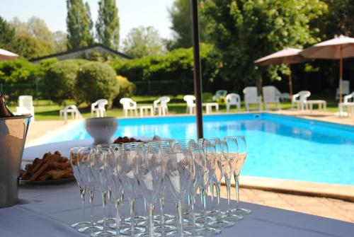 Logis Le Relais Fleuri : Hotel near Dissangis
