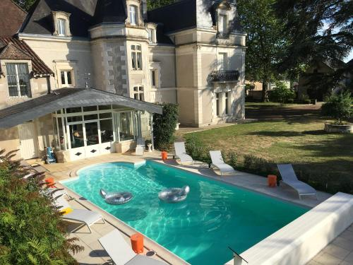 Chateau L'Hubertiere near Poitiers : Guest accommodation near Chapelle-Viviers