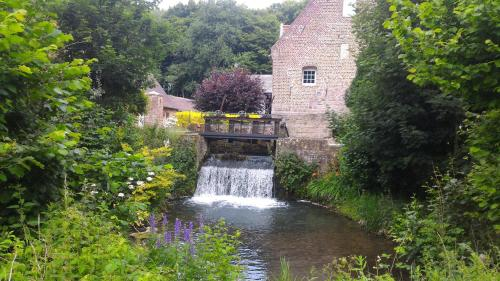 Le moulin de Cohem : Bed and Breakfast near Busnes