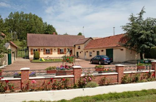 Les p'tits loups : Bed and Breakfast near Torcy